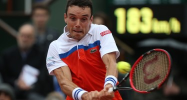 ROLAND GARROS : Bautista-Agut avanti di un set contro Djokovic, la pioggia ferma il match