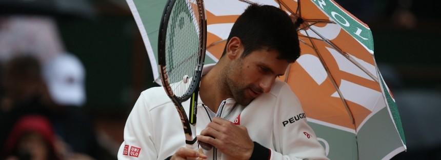 ROLAND GARROS : Novak prova a rispondere con l' ombrello