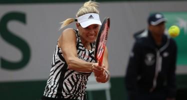 WTA FINALS SINGAPORE : Avanti Kerber  che supera la Halep