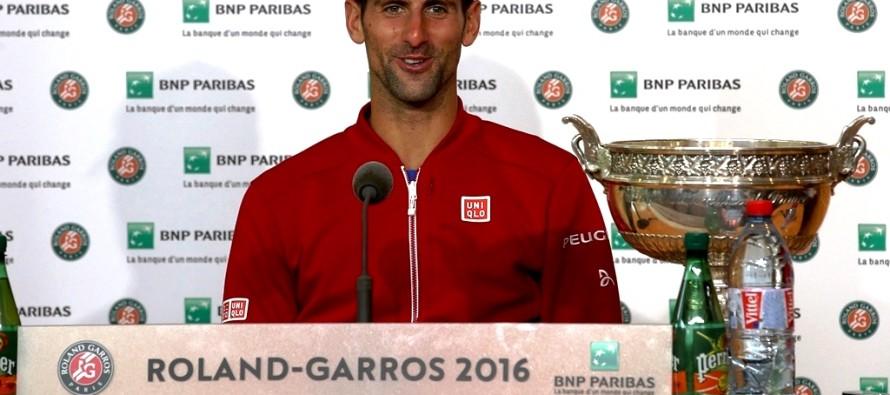 Novak Djokovic lascia Uniqlo e passa a Lacoste