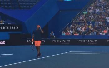 Federer si allena, 8000 spettatori