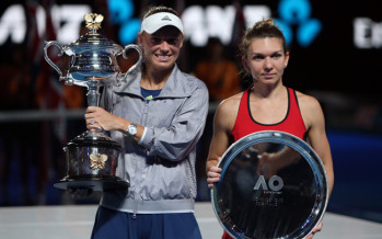 AUS OPEN : Caroline Wozniacki regina d'Australia, Halep cede al terzo