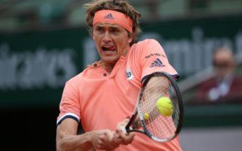 Roland Garros :  Alexander Zverv soffre , ma si qualifica per i quarti