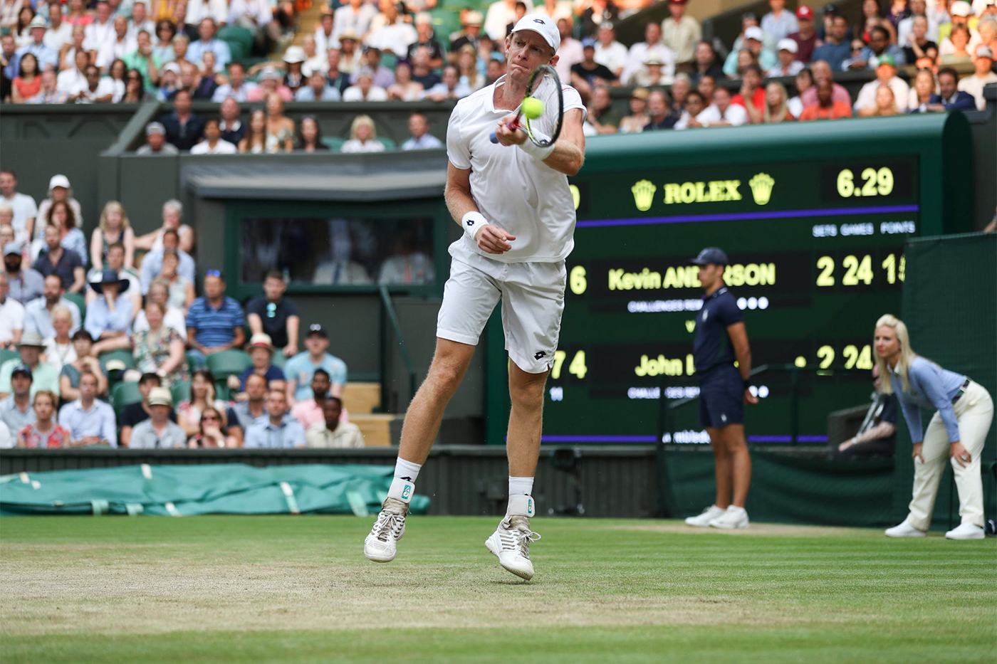 Kevin Anderson RSA v John Isner USA in the semi final of the Gentlemen's Singles on Centre Court. The Championships 2018. Held at The All England Lawn Tennis Club, Wimbledon. Day 11 Friday 13/07/2018. Credit: AELTC/Simon Bruty